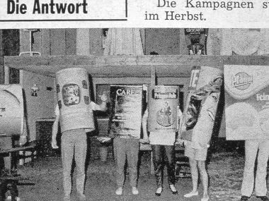"""Michael Schirner, """"Ist Goethe eine Camel-Packung?"""", Schauspielhaus Düsseldorf, Szenenfoto, 1981"""